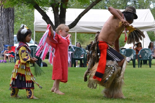 Young dancers Haida Blu Redstar of Coulee Dam and Cuillean Wilmot of Carlton followed the lead of Hobo Stensgar of West Fork, Wash. Photo by Laurelle Walsh
