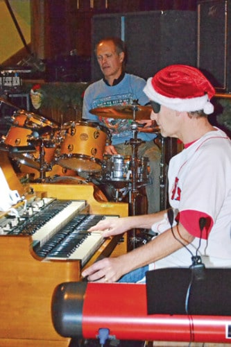 Jeff Ulmer accompanies the band on keyboards with Peter Eckmann on drums.