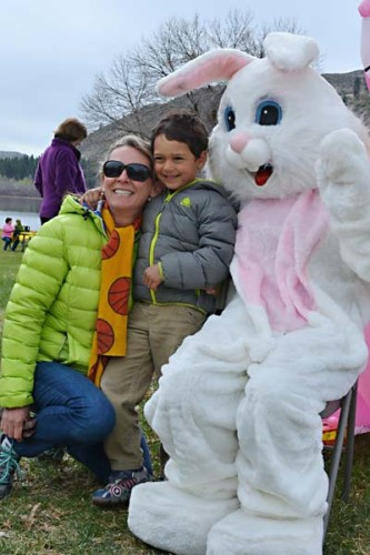 Kelly and Jackson van Bueren pose for a post-hunt photo with E. Bunny. Photo by Laurelle Walsh