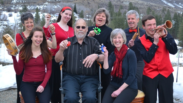 Seven members of the Methow Valley Jazz Choir, plus director, hammed it up at a recent rehearsal. Standing, left to right: Lotty Ekblad, Kaliope Creighton, Janet Mehus, Rob Brooks, Erik Ellis. Seated: Olivia Ekblad, Lon Sander, Dana Stromberger. Photo by Laurelle Walsh