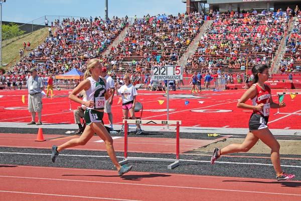 Claire Waichler takes fifth in the 3,200 meters. Photo by Lauren Fitzmaurice