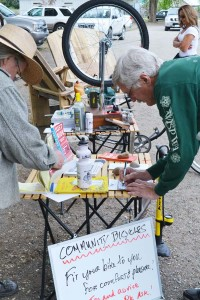 Wayne Mendro signs up for Bill Miller's bike repair service. Photo by Laurelle Walsh